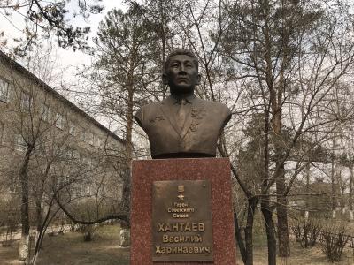 Бюст В. Х. Хантаева в Улан-Удэ